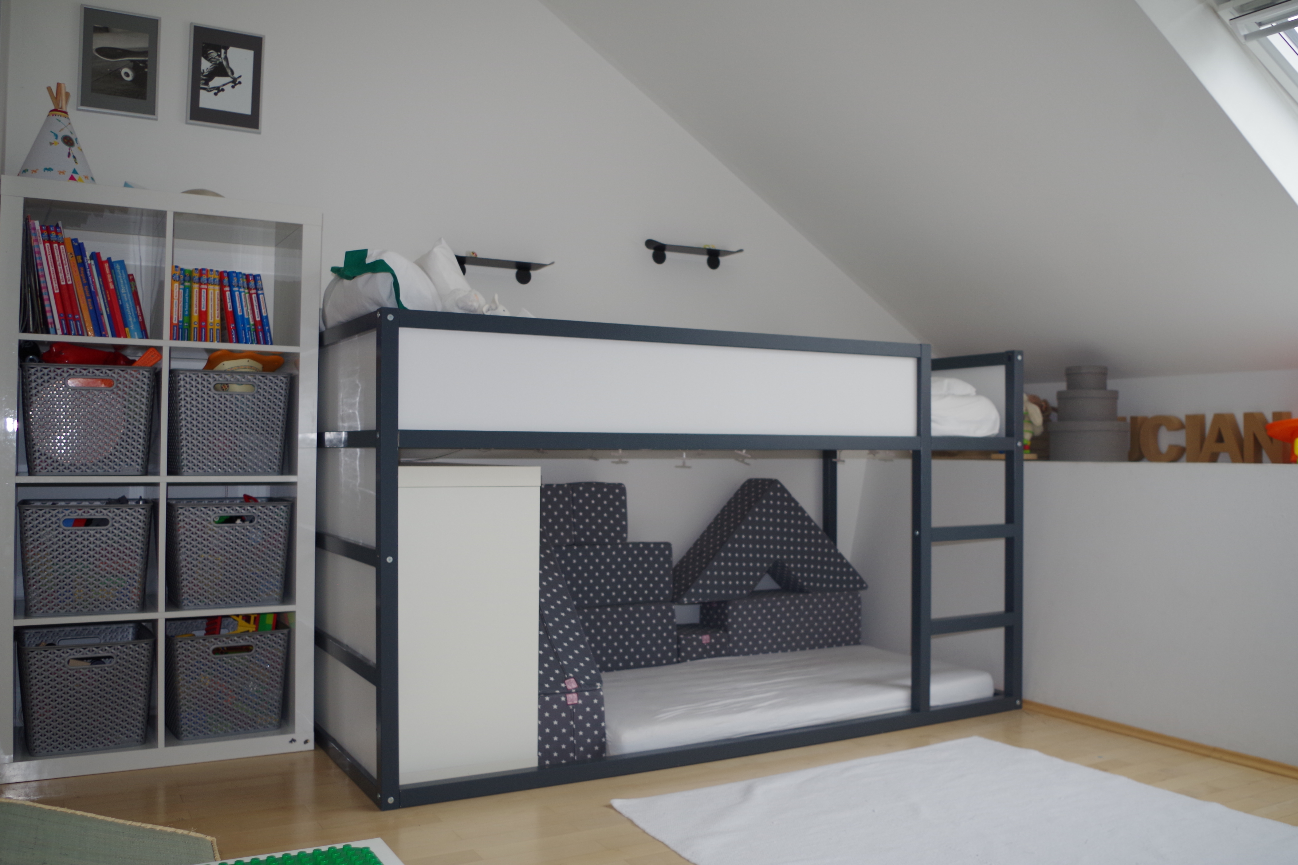 lucians neues zimmer catrin mom rueling. Black Bedroom Furniture Sets. Home Design Ideas